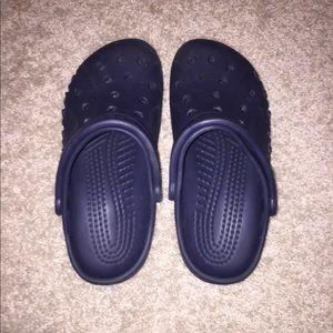 NAVY BLUE CROCS IN GOOD CONDITION!!!